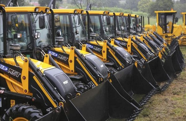 ELB DELIVER EQUIPMENT TO CLEAN UP KZN